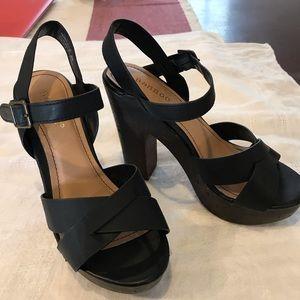 Bamboo platform heels size 5.5 black.  Natural